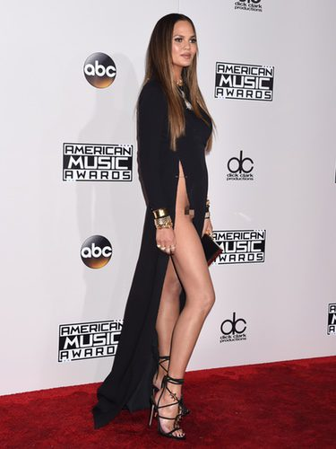 El descuido de chrissy teigen en los american music awards for Descuidos sin ropa interior