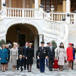 Carolina de Mónaco con sus hijos, sus nueras y nietos, Alberto y Charlene de Mónaco, Estefanía de Mónaco y Louis Ducruet