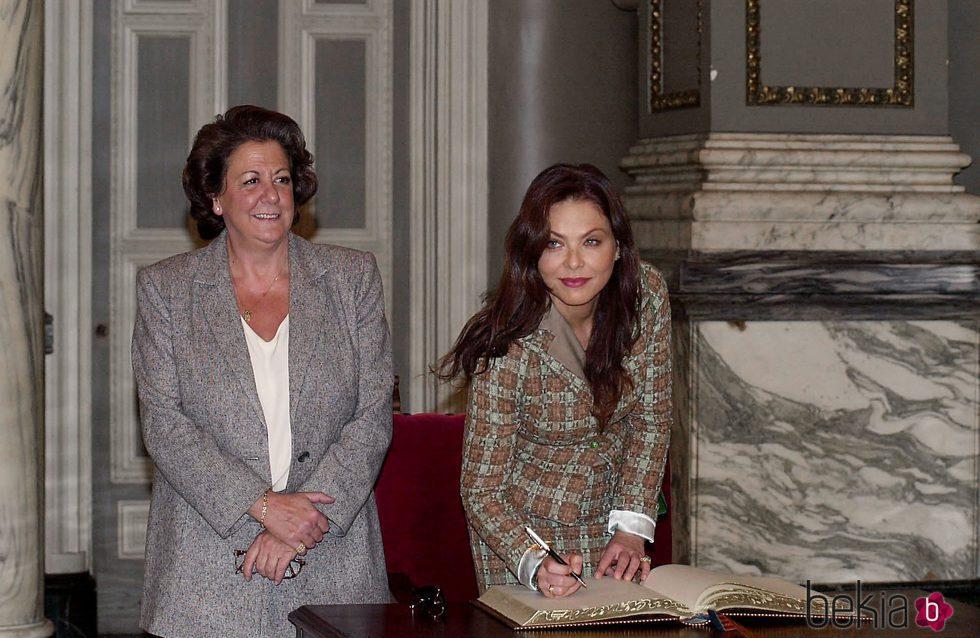 Rita Barberá y Ornella Muti