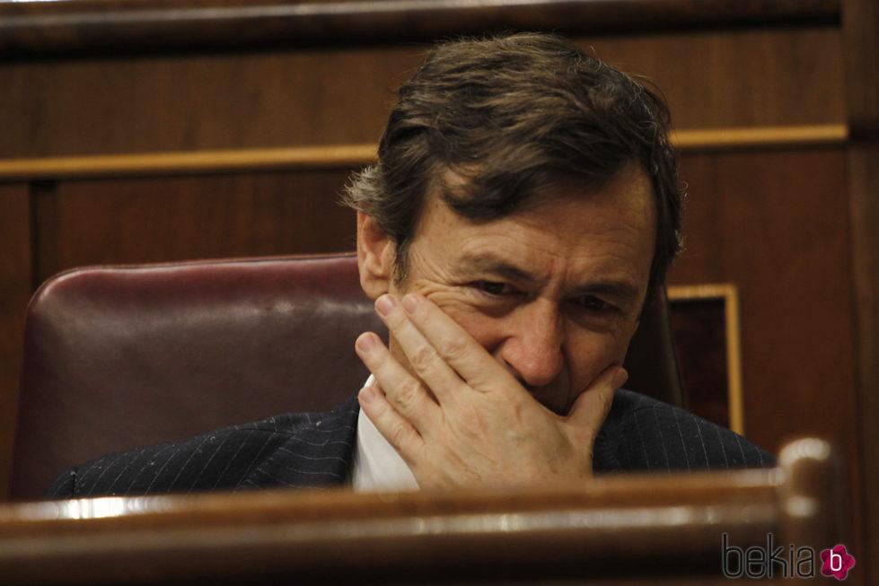Rafael Hernando muy afectado en el Congreso de los Diputados por la muerte de Rita Barberá