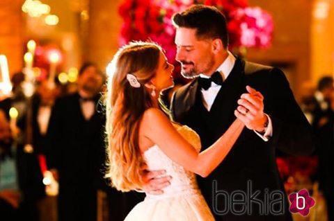 Sofia Vergara y Joe Manganiello bailando en su banquete de bodas