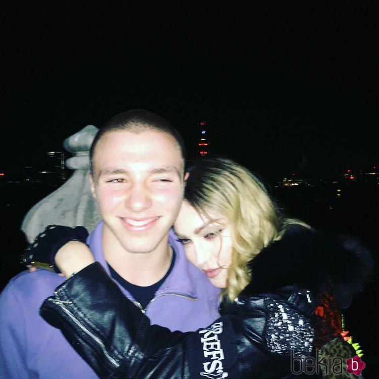 Madonna con su hijo Rocco Ritchie