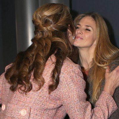 La Infanta Elena besa a Genoveva Casanova