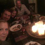 Amy Schumer celebra Acción de Gracias con unos amigos