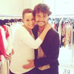 Miguel Abellán felicitando a Natalia Verbeke tras anunciar que está embarazada