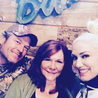 Blake Shelton, Gwen Stefani y su madre Dorothy en Acción de Gracias