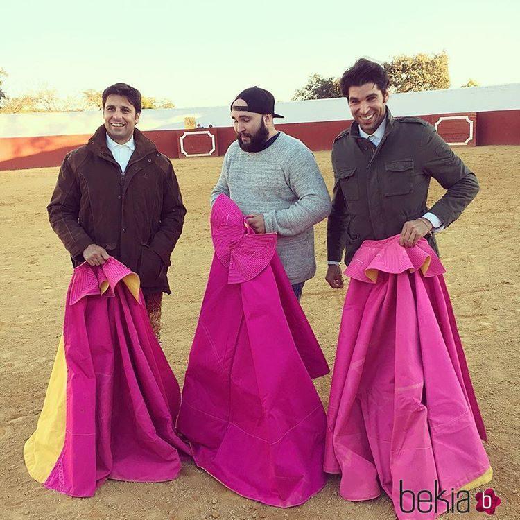 Kiko Rivera debutando como torero con sus hermanos