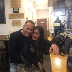 Carlos Lozano y Miriam Saavedra en la celebración de cumpleaños del presentador