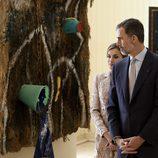 Los Reyes Felipe y Letizia en una exposición de Joan Miró en Oporto en su Visita de Estado a Portugal