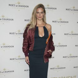 Bar Refaeli en un evento de Moët & Chandon