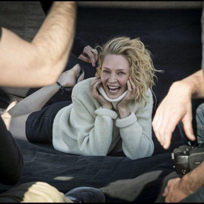 Uma Thurman sonriente en el Calendario Pirelli 2017