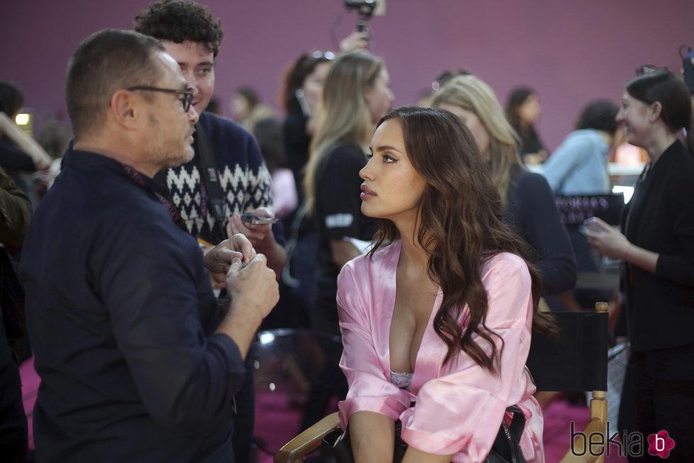 Irina Shayk en el backstage del Victoria's Secret Fashion Show 2016