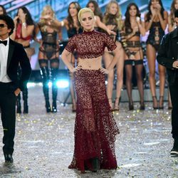 Lady Gaga, The Weekend y Bruno Mars en la pasarela del Victoria's Secret Fashion Show 2016