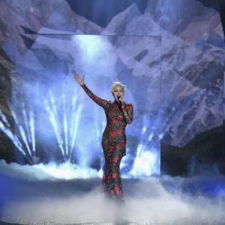 Lady Gaga cantando en el Victoria's Secret Fashion Show 2016