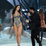 Bella Hadid y The Weeknd en el desfile de Victoria's Secret dedicándose duras miradas
