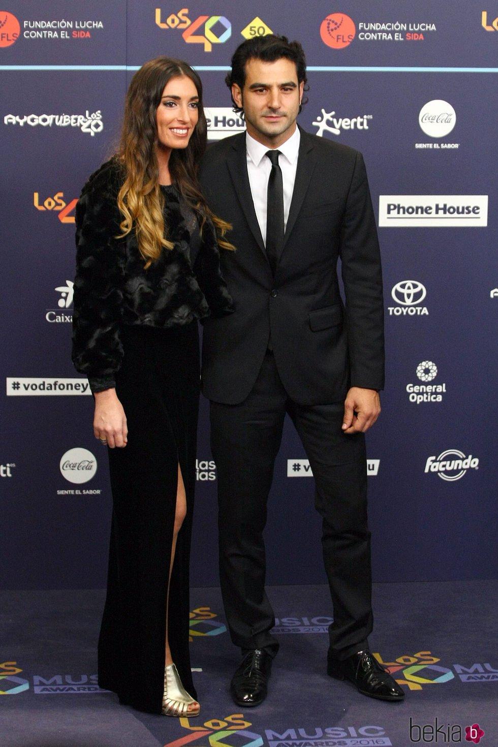 Antonio Velázquez presenta a su novia en Los40 Music Awards 2016