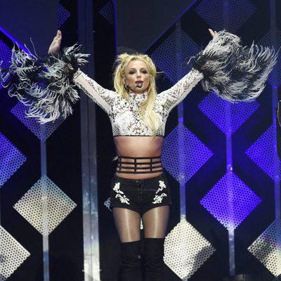 Britney Spears cantando en Jingle Ball 2016