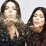 Kylie Jenner y Kendall Jenner en una campaña publicitaria