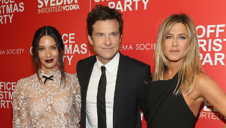 Jason Bateman, Olivia Munn y Jennifer Aniston en la proyección de 'Office Christmas Party'