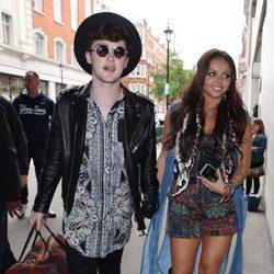 Jake Roche y Jesy Nelson en Londres