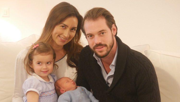 Primera imagen de Liam de Luxemburgo con sus padres Félix y Claire y su hermana Amalia