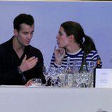 Carlota Casiraghi hablando con su nuevo amor en un concurso hípico en París