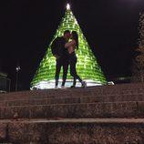 Hugo Paz y Sofía Suescun, muy románticos con un árbol de navidad