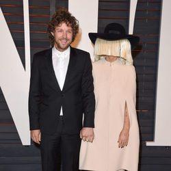Sia y Erik Anders Lang en la fiesta Vanity Fair tras los Oscar 2015