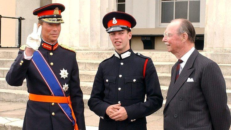 Juan de Luxemburgo con su hijo Enrique y su nieto Guillermo de Luxemburgo en Sandhurst