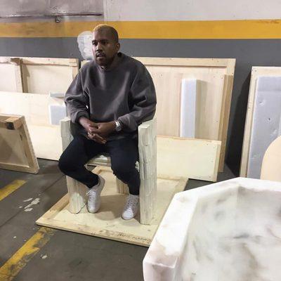 Kanye West reaparece públicamente con un cambio de look