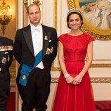 El Príncipe Guillermo y Kate Middleton en la recepción al Cuerpo Diplomático