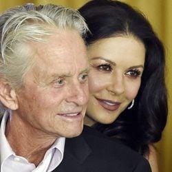 Michael Douglas y Catherine Zeta-Jones en el 100 cumpleaños de Kirk Douglas