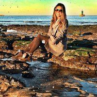 Lara Álvarez en una playa de Asturias