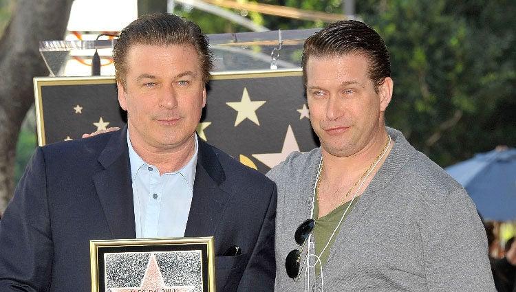 Alec y Stephen Baldwin en el paseo de la fama de Hollywood
