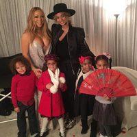 Beyoncé y Mariah Carey con sus hijos en un concierto