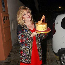 Lydia Lozano con la tarta de su 56 cumpleaños