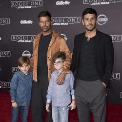 Ricky Martin posa con sus hijos Matteo y Valentino y su novio Jwan Yosef