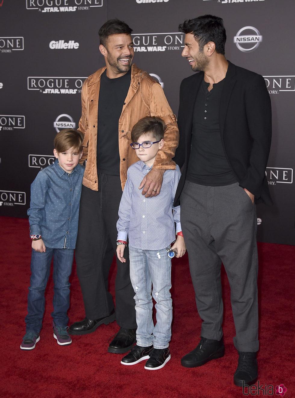 Ricky Martin y Jwan Yosef, muy felices junto a Matteo y Valentino en la premiere de 'Rogue One'