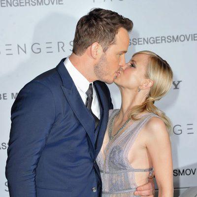 Chris Pratt y Anna Faris besándose en la premiere de 'Passengers'