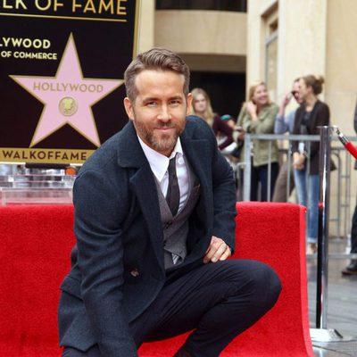 Ryan Reynolds recibiendo la estrella del Paseo de la Fama de Hollywood
