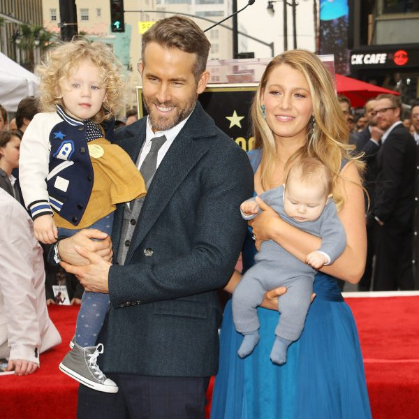 Ryan Reynolds recibe su estrella en el Paseo de la Fama de Hollywood