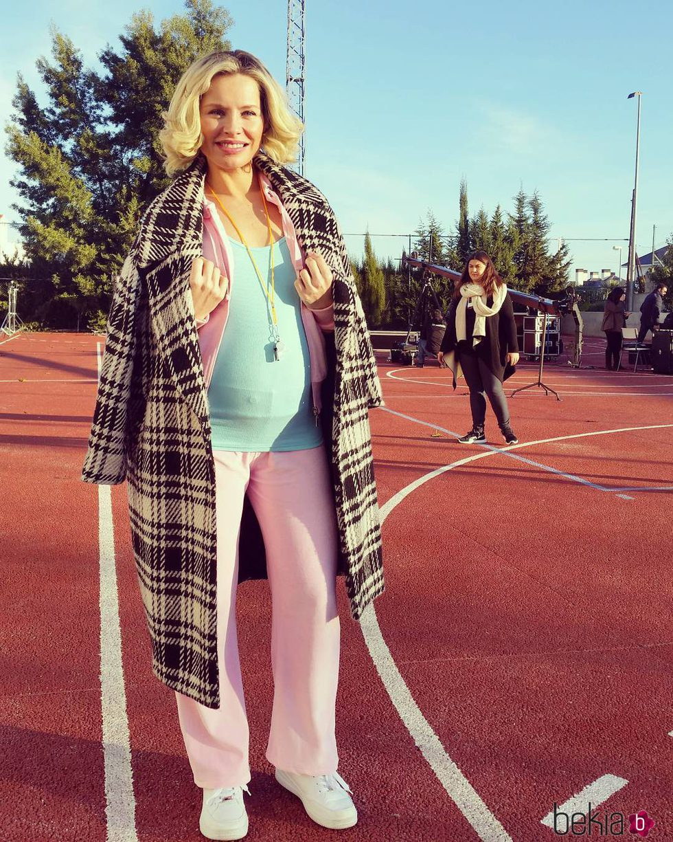 estética de lujo diseño profesional disponible Soraya Arnelas luciendo embarazo con un chándal rosa - Foto ...