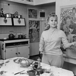 Zsa Zsa Gabor en la cocina de su casa de Londres