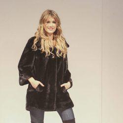 Mireia Lalaguna desfilando con un look del diseñador Tony Fernández