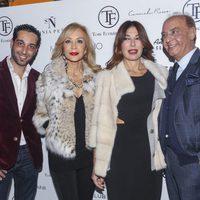 Raquel Revuelta y Carmen Lomana junto al diseñador Tony Fernández