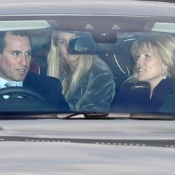 Peter Phillips y Autumn Kelly en el almuerzo prenavideño en Buckingham Palace