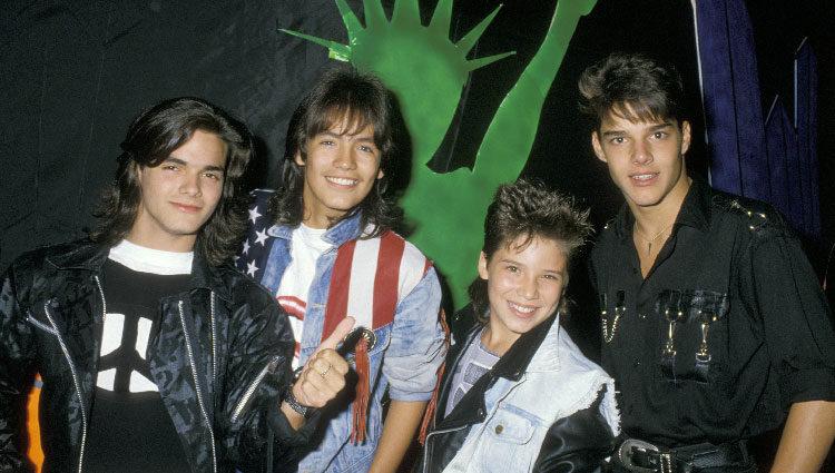 Ricky Martin con sus compañeros del grupo Menudo