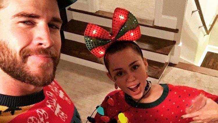 Liam Hemsworth posa con Miley Cyrus