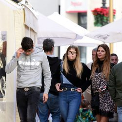 Javier Tudela, Kiko Matamoros, Makoke y Ana por las calles de Málaga