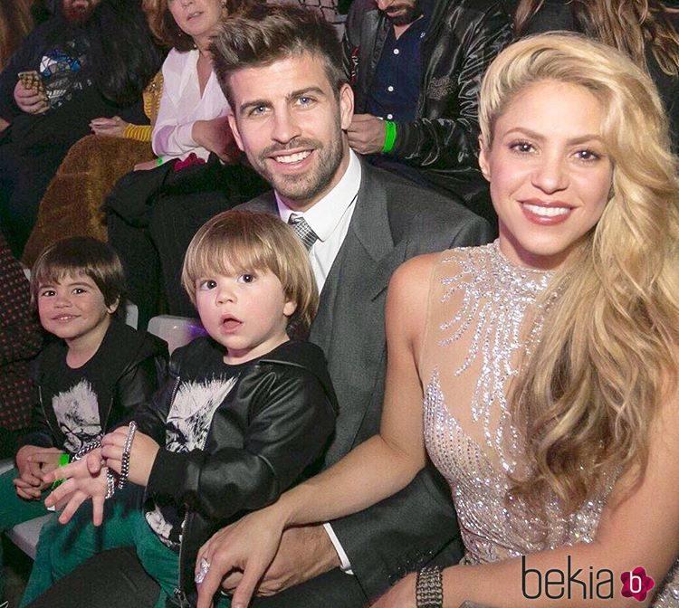 Shakira y Piqué en Los 40 Music Awards junto a sus hijos